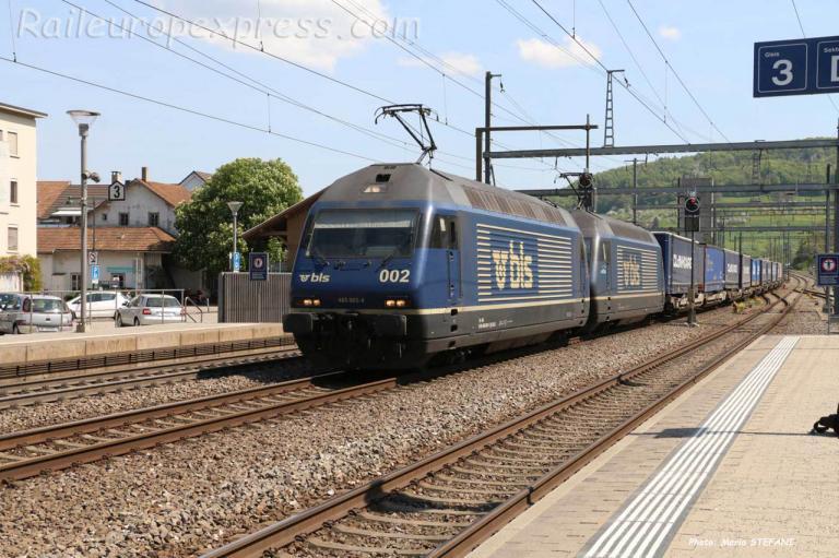 Re 465 002-4 BLS à Sissach (CH)