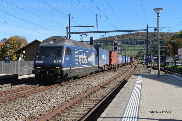 Re 465 010-7 BLS à Sissach (CH)