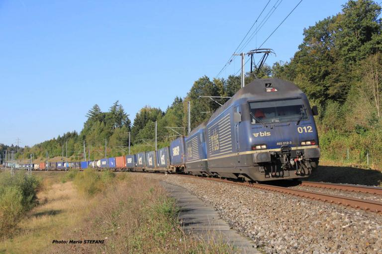 Re 465 012-3 BLS à Mattsetten (CH)