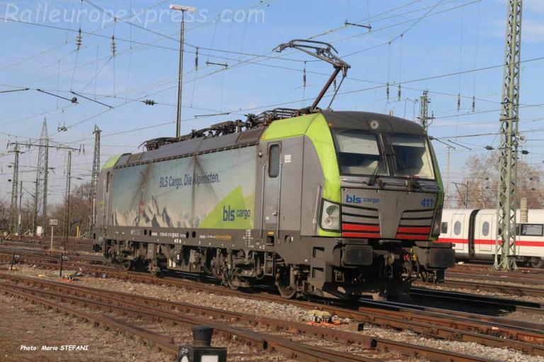 Re 475 411-5 BLS à  Basel Bad (CH)