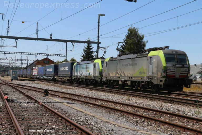 Re 475 415 BLS à Hindelbank (CH)