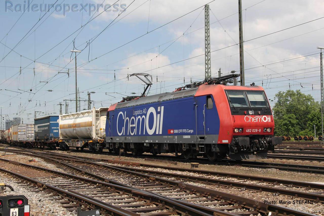 Re 482 028-8 CFF Chemoil à Basel (CH)