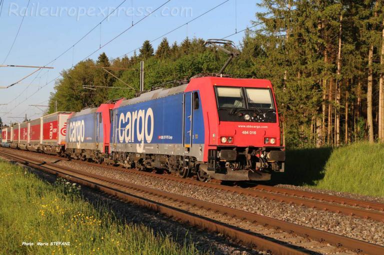 Re 484 016 CFF à Hindelbank (CH)