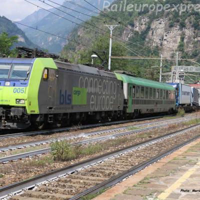 Re 485 005-3 BLS à Varzo (I)