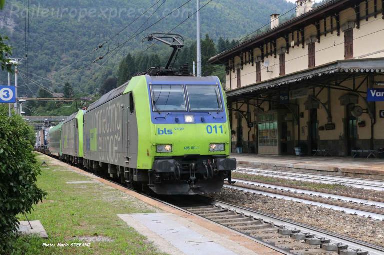 Re 485 011-1 BLS à Varzo (I)