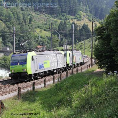 Re 485 011-1 BLS à Wassen (CH)
