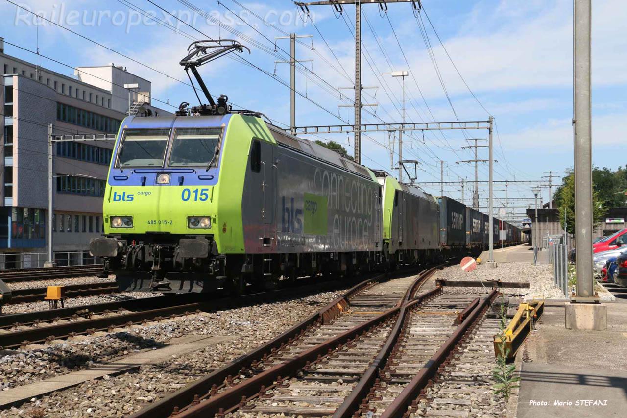 Re 485 015-2 BLS à Gümlingen (CH)