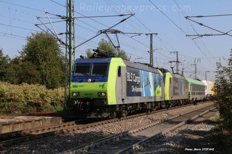 Re 485 017 BLS à Müllheim (D)