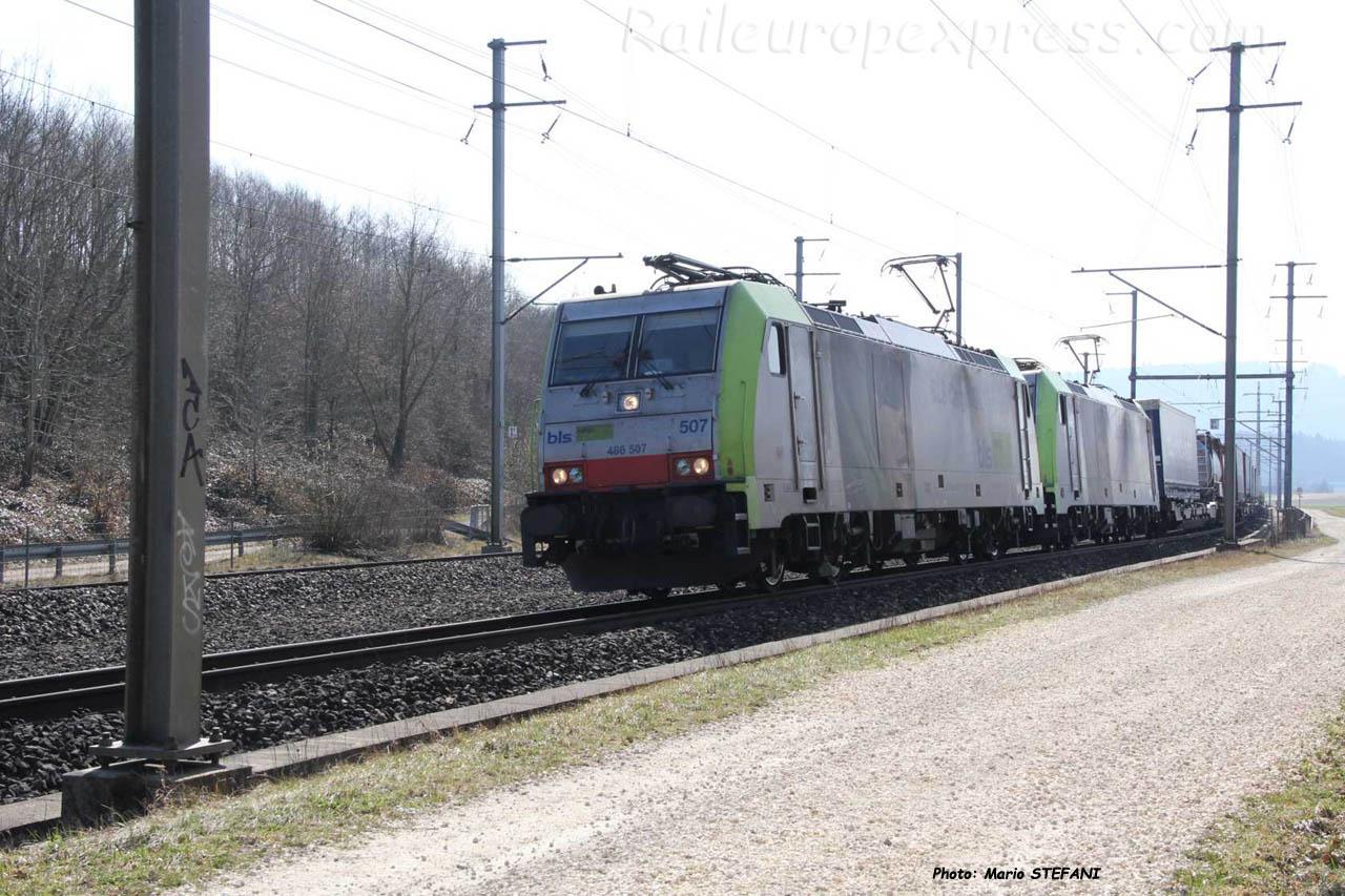 Re 486 507-7 BLS à Mattstetten (CH)