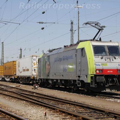 Re 486 508 BLS à Basel Bad (CH)