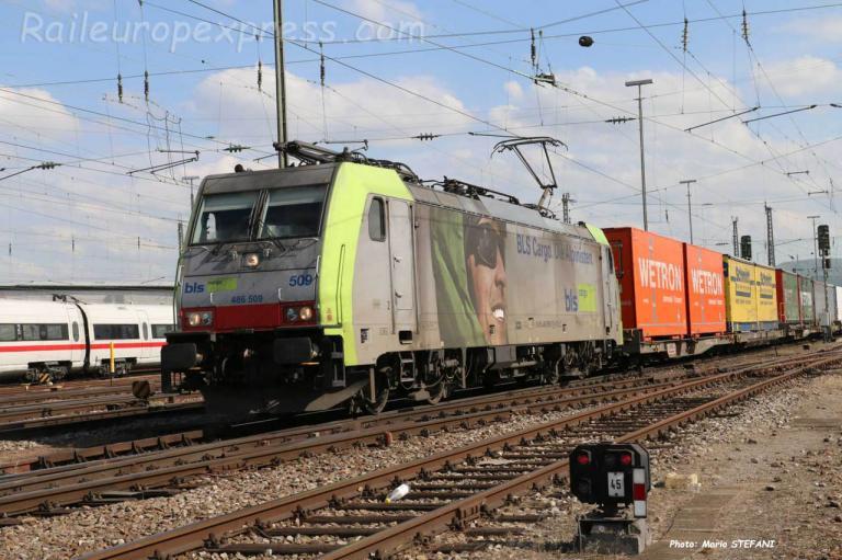 Re 486 509 BLS à Basel Bdf (CH)