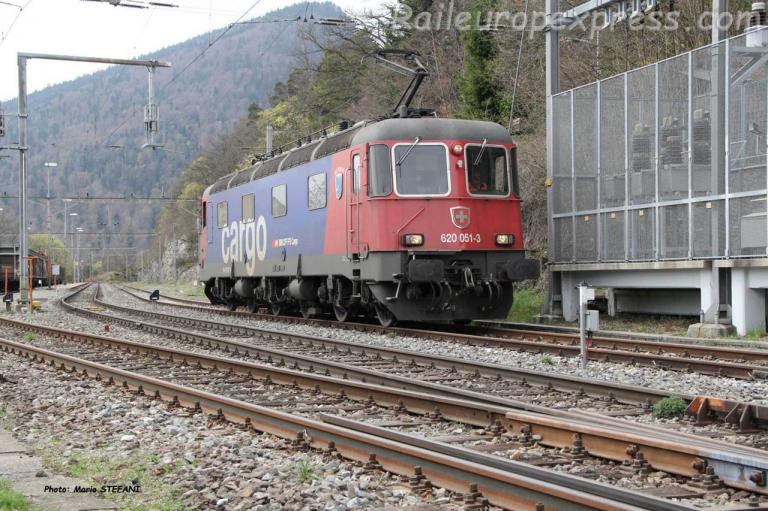 Re 620 051-3 CFF à Chambrelien (CH)