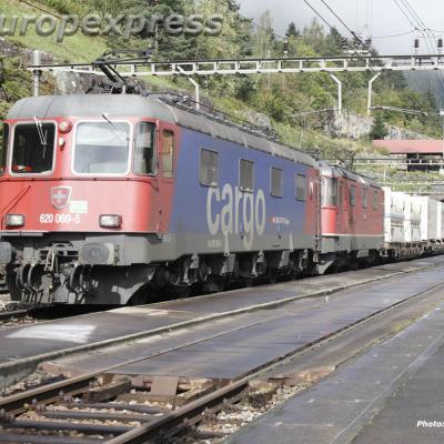 Re 620 069-5 CFF Cargo à Wassen