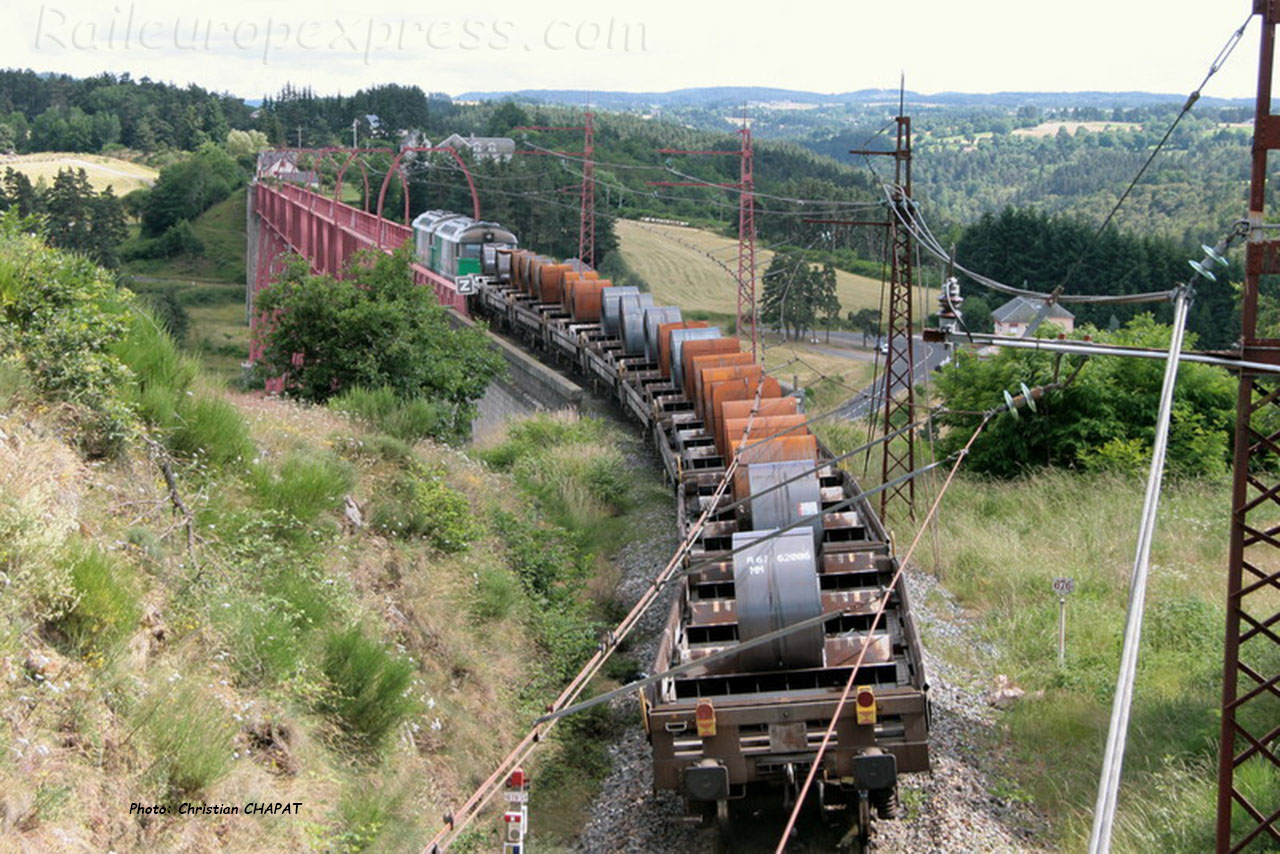 Train de coils au viaduc de Garabit (F-15)