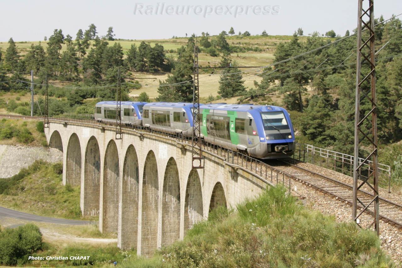 UM d'X 73500 sur le viaduc de Rimeize