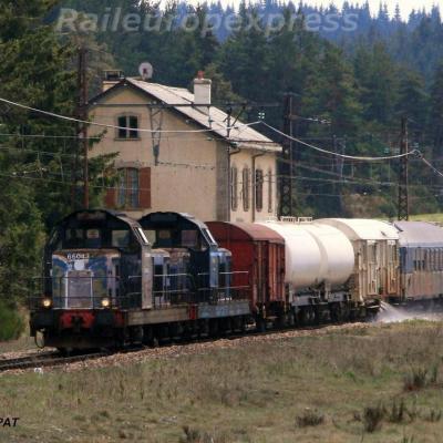 UM de BB 66000 en tête d'un train désherbeur à St Sauveur de Peyre