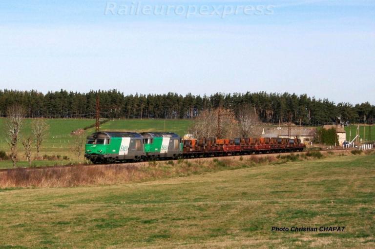 UM de BB 67400 en tête d'un train de coïls vers Loubaresse