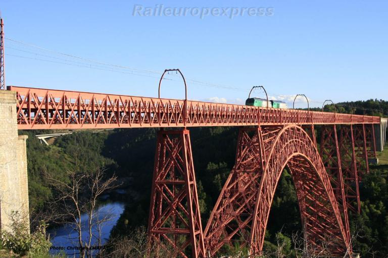 UM de BB 75400 sur le viaduc de Garabit (F 15)