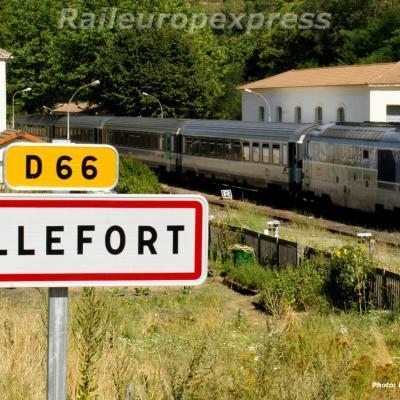 Une BB 67400 en tête du Cévenol à Villefort
