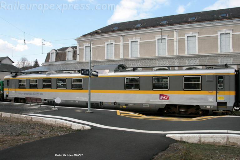 Voiture de contrôle IES 143 SNCF à Neussargues (F-15)