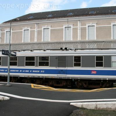 Voiture Mauzin 213 SNCF à Neussargues (F-15)