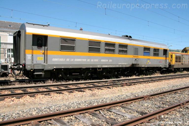 Voiture Mauzin SNCF 211 à Neussargues (F-15)