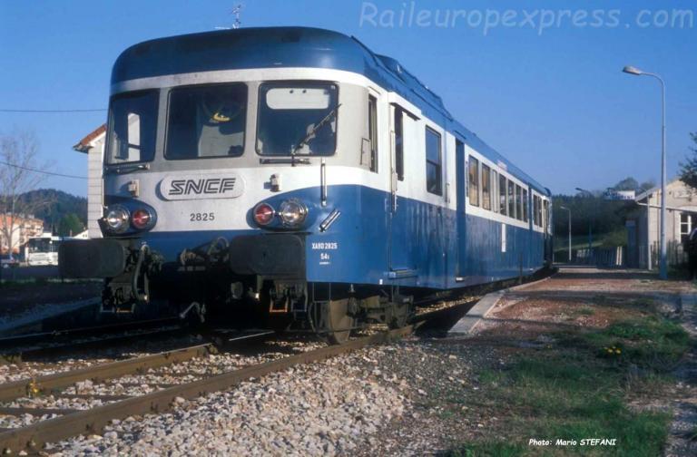X 2825 SNCF à Saint Laurent (F)