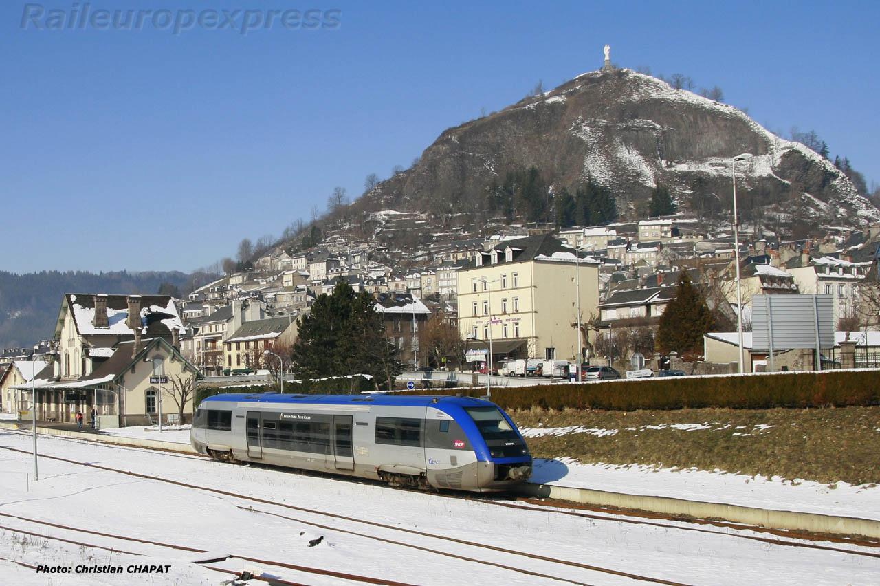 X 73 500 SNCF au départ de Murat (F 15)
