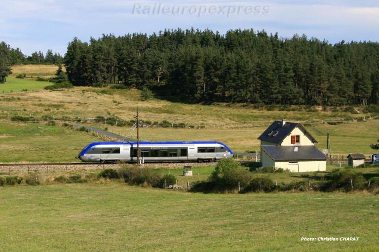 X 73500 SNCF à Aumont-Aubrac (F 48)