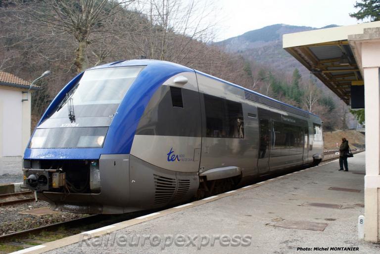 X 73500 TER Nord Pas de Calais en gare de Villefort