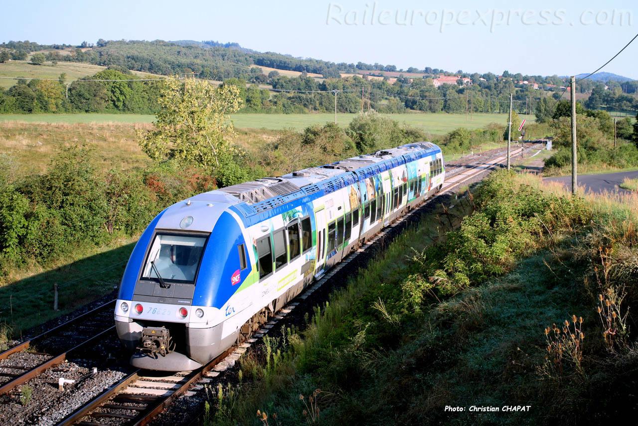 XGC 76825 SNCF à Saint Georges d'Aurac (F-43)