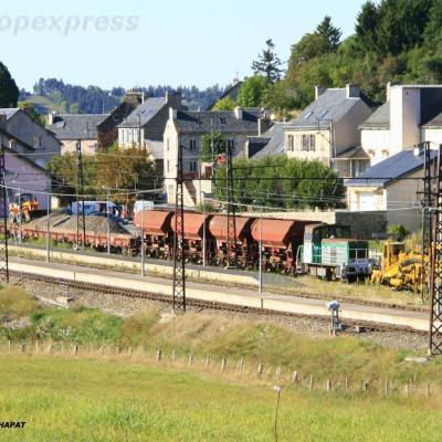 Y 8000 et bourreuse à Aumont-Aubrac (F 48)